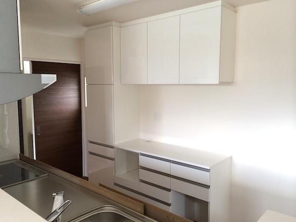 白いキッチン収納 イメージ