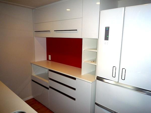 アクセントパネルのあるキッチン収納 イメージ
