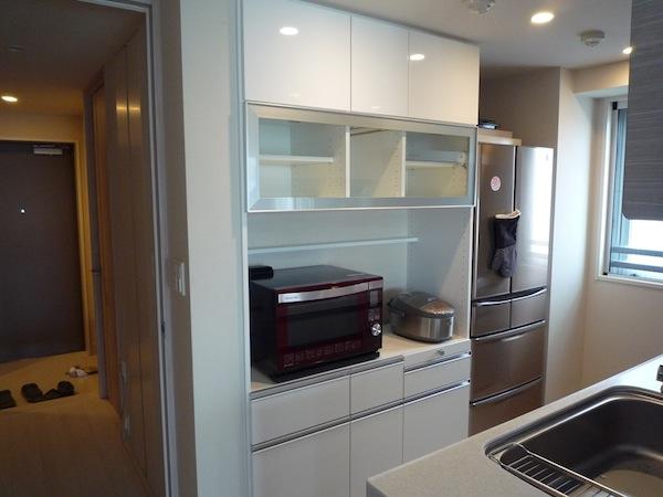 フラップアップ扉のキッチン収納 イメージ