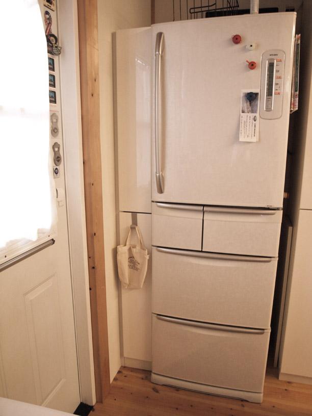 冷蔵庫横のストッカー イメージ