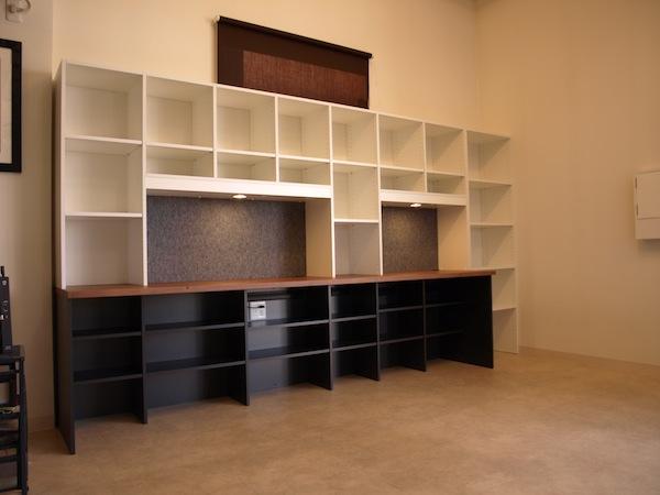 オフィスのデスク付き壁面収納 イメージ