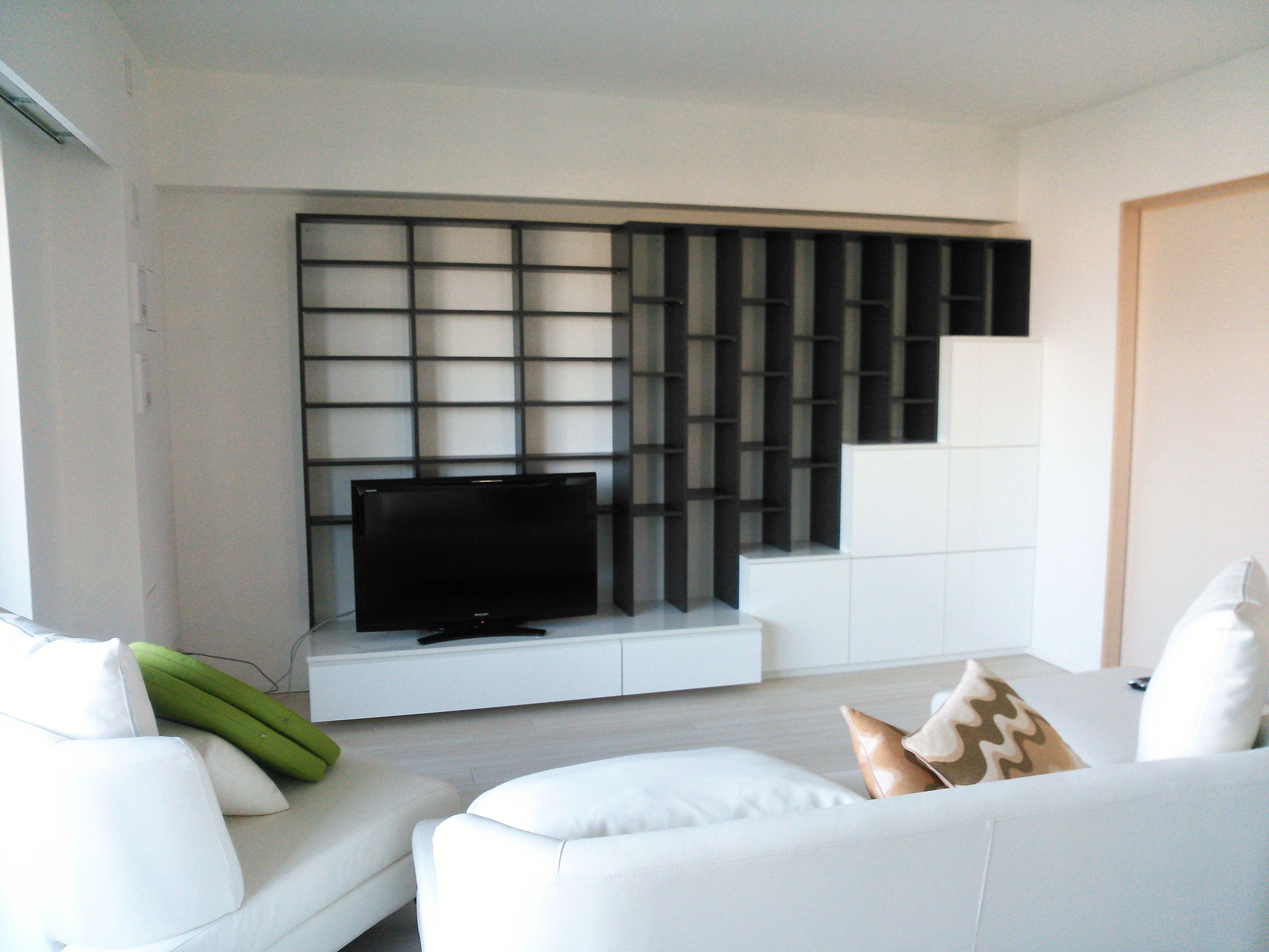 白黒のTVボード イメージ