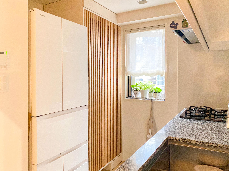 吹抜格子扉のキッチン収納 イメージ